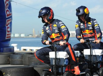 Max Verstappen, Red Bull Racing en Alex Albon, Red Bull Racing bij een Red Bull-event Grand Pier in St Kilda