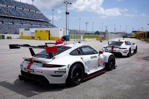 #911: Porsche GT Team Porsche 911 RSR - 19, GTLM: Nick Tandy, Fred Makowiecki, #912: Porsche GT Team Porsche 911 RSR - 19, GTLM: Laurens Vanthoor, Earl Bamber
