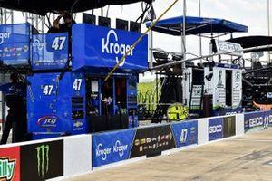 Ricky Stenhouse Jr., JTG Daugherty Racing, Chevrolet Camaro NOS Energy Drink pit stall