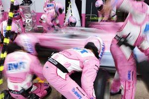 La Racing Point mentre prova il pitstop
