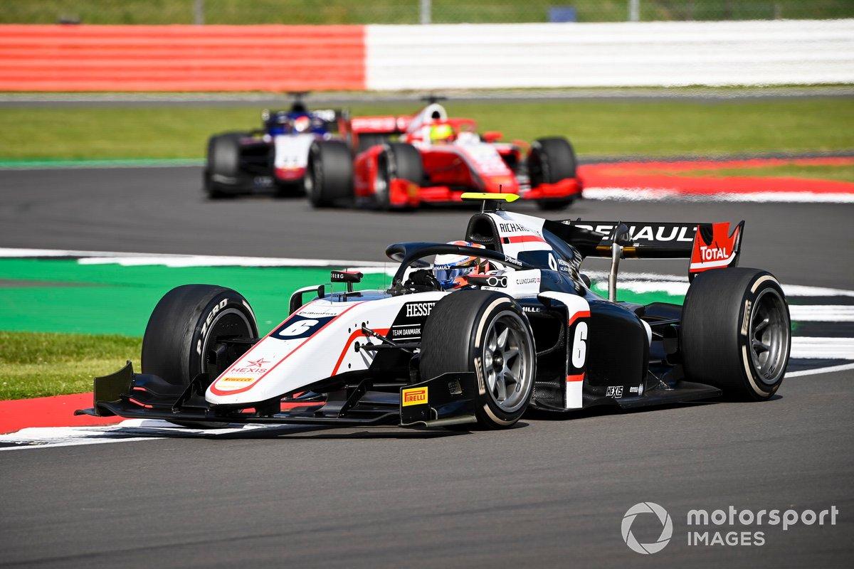 Christian Lundgaard, ART Grand Prix, precede Mick Schumacher, Prema Racing