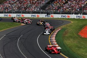 Kimi Raikkonen, Ferrari F2007 líder al inicio de la carrera