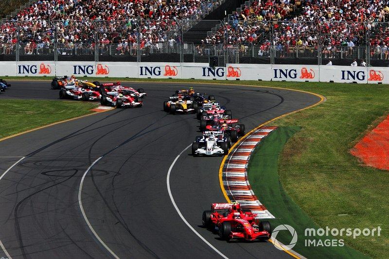 Kimi Raikkonen, Ferrari F2007 mène au départ