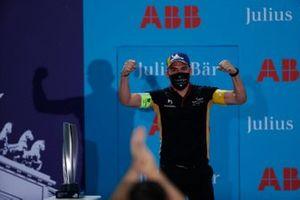Un membre de DS Techeetah, fête sur le podium