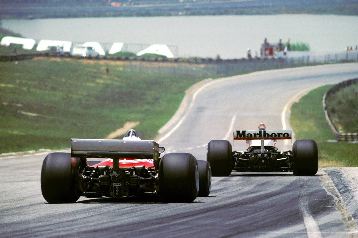 James Hunt, McLaren M23, Carlos Reutemann, Ferrari 312T2