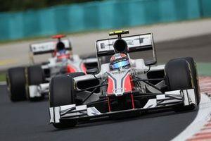 Vitantonio Liuzzi, HRT F111 lidera a su compañero Daniel Ricciardo, HRT F111