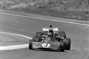 François Cevert, Tyrrell 002 Ford devant Peter Revson, McLaren M19A Ford