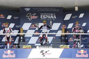 Podium : le vainqueur Albert Arenas, Aspar Team, deuxième place Ai Ogura, Honda Team Asia, troisième place Tony Arbolino, Snipers Team podium