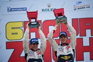 Podium: Race winner #7 Peugeot Sport Total Peugeot 908: Anthony Davidson, Sebastien Bourdais