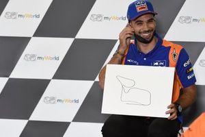Miguel Oliveira, Red Bull KTM Tech 3 con el dibujo del circuito que hizo con los ojos cerrados