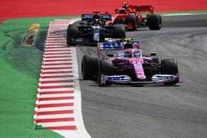Lance Stroll, Racing Point RP20, precede Lewis Hamilton, Mercedes F1 W11 EQ Performance, e Charles Leclerc, Ferrari SF1000