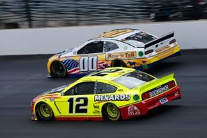 Ryan Blaney, Team Penske, Ford Mustang Menards/Atlas, Quin Houff, StarCom Racing, Chevrolet Camaro Mane 'n Tail