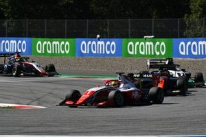 Oscar Piastri, Prema Racing, leads Bent Viscaal, MP Motorsport, Theo Pourchaire, ART Grand Prix, and Max Fewtrell, Hitech Grand Prix