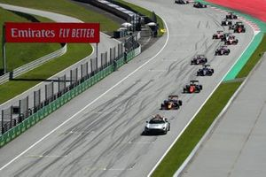 The Safety Car leads Liam Lawson, Hitech Grand Prix, Richard Verschoor, MP Motorsport, Clement Novalak, Carlin, and the rest of the field