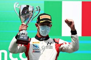 Second place Luca Ghiotto, Hitech Grand Prix