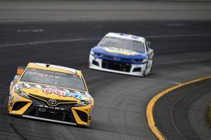 Kyle Busch, Joe Gibbs Racing, Toyota Camry M&M's Mini's, Chase Elliott, Hendrick Motorsports, Chevrolet Camaro NAPA Auto Parts