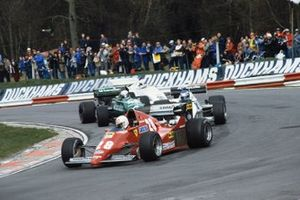Rene Arnoux, Ferrari 126C2B, precede Keke Rosberg, Williams FW08C-Cosworth, Danny Sullivan, Tyrrell 011-Cosworth e Alan Jones, Arrows A6-Cosworth, Gara dei Campioni del 1983