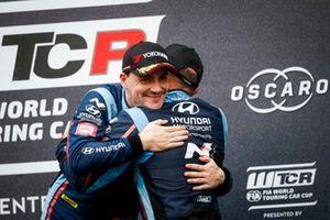Подиум: победитель Норберт Михелис, третье место – Габриэле Тарквини, BRC Hyundai N Squadra Corse