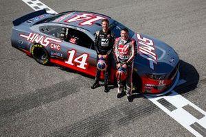 Romain Grosjean, Haas F1 Team Team, and Tony Stewart pose with a NASCAR