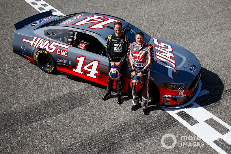 Romain Grosjean, Haas F1 Team Team, and Tony Stewart pose with a NASCAR