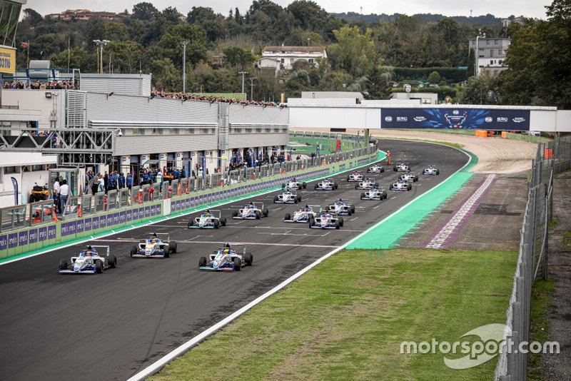 Comienza la carrera clasificatoria F4