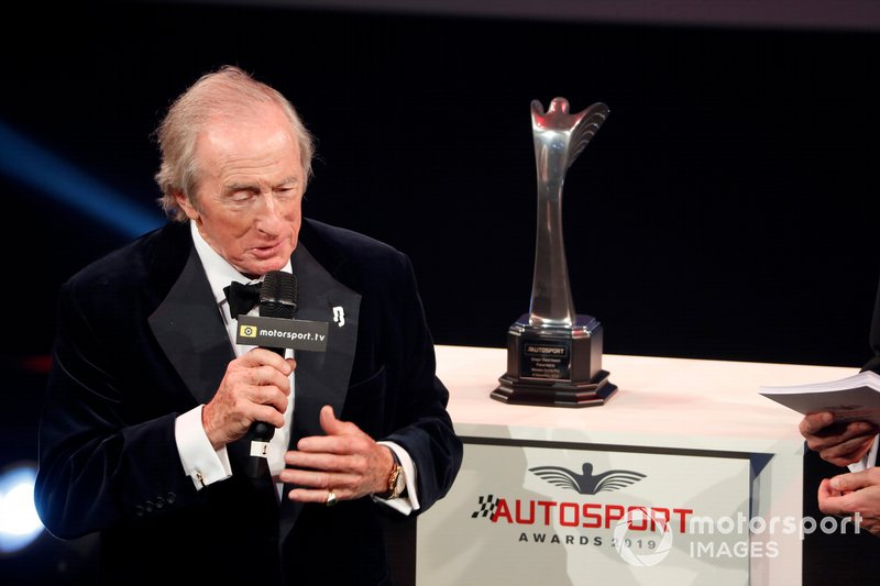 Sir Jackie Stewart presenta el premio Gregor Grant para el Gran Premio de Mónaco