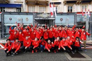 Участники мирового финала киберчемпионата GT в Автомобильном клубе Монако