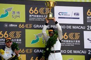 Podio: ganador de la carrera #999 Mercedes-AMG Team GruppeM Racing Mercedes AMG GT3: Raffaele Marciello
