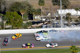 Denny Hamlin, Joe Gibbs Racing, Toyota Camry FedEx Express and Joey Logano, Team Penske, Ford Mustang Shell Pennzoil wreck