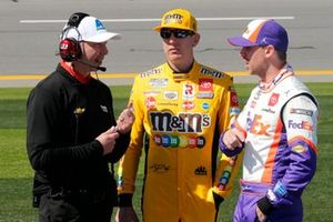 Chad Knaus, Kyle Busch, Joe Gibbs Racing, Toyota Camry M&M's and Denny Hamlin, Joe Gibbs Racing, Toyota Camry FedEx Express
