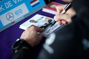 Nyck De Vries, Mercedes Benz EQ signs autographs for fans