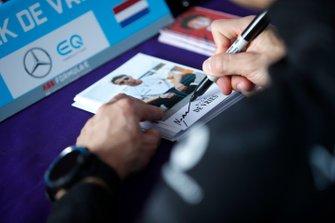 Nyck De Vries, Mercedes Benz EQ signs autographs for fans