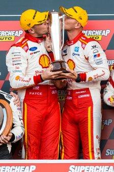 Подиум: победители Скотт Маклафлин и Александр Према, DJR Team Penske