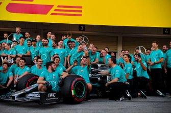 Team Mercedes festeggia la vittoria del titolo costruttori