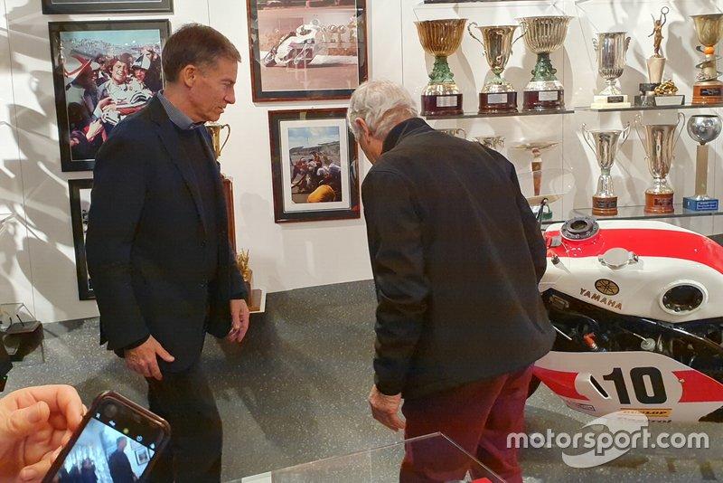 Lin Jarvis, director de Yamaha, y Giacomo Agostini