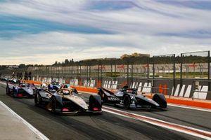 Jean-Eric Vergne, DS TECHEETAH, DS E-Tense FE20, Sébastien Buemi, Nissan e.Dams, Nissan IMO2 side by side in the pit lane