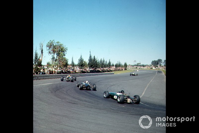 Le auto in pista al GP del Messico del 1965