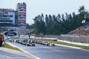 The field prepares for the start with Ayrton Senna, Lotus 98T Renault, and Nelson Piquet, Williams FW11 Honda