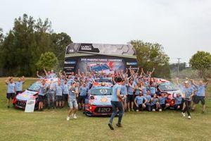 Hyundai Motorsport şampiyonluk kutlaması