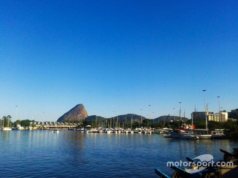 O Rio de Janeiro fazia parte dos planos para a primeira temporada da Fórmula E, no dia 15 de novembro de 2014, em um traçado planejado para a Marina da Glória, que substituiria o ePrix de Hong Kong.