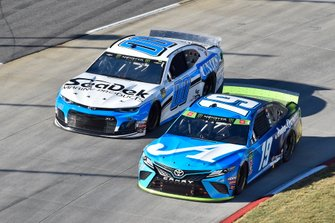 Martin Truex Jr., Joe Gibbs Racing, Toyota Camry Auto Owners Insurance, Landon Cassill, StarCom Racing, Chevrolet Camaro Sea Deck/Units