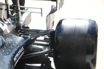 Mercedes AMG F1 W10, rear suspension
