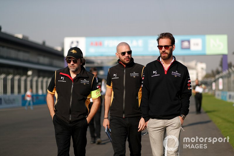 Jean-Eric Vergne, DS Techeetah walks the track with members of the team