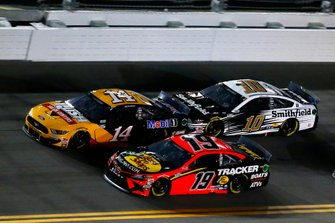 Martin Truex Jr., Joe Gibbs Racing, Toyota Camry Bass Pro Shops and Clint Bowyer, Stewart-Haas Racing, Ford Mustang Rush / Mobil 1