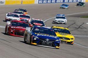 Эрик Джонс, Joe Gibbs Racing, Toyota Camry и Даррел Уоллес-младший, Richard Petty Motorsports, Chevrolet Camaro