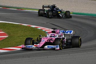 Lance Stroll, Racing Point RP20 leads Daniel Ricciardo, Renault F1 Team R.S.20