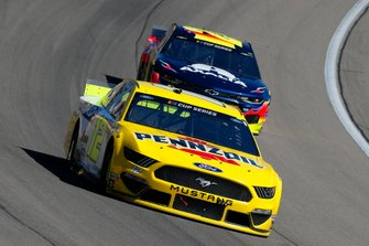 Ryan Blaney, Team Penske, Ford Mustang Menards/Pennzoil and William Byron, Hendrick Motorsports, Chevrolet Camaro Axalta