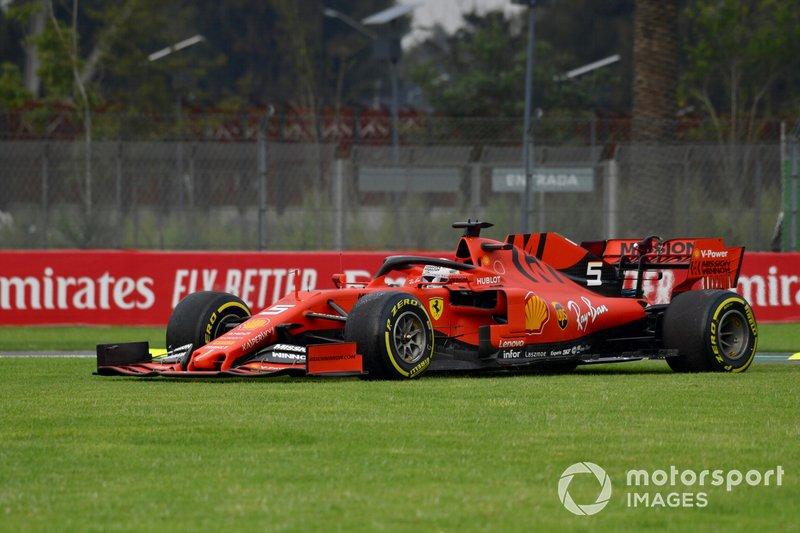 Sebastian Vettel, Ferrari SF90, sull'erba
