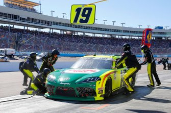 Brandon Jones, Joe Gibbs Racing, Toyota Supra Menards/Turtle Wax pit stop