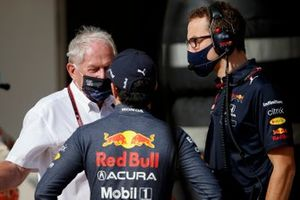 Helmut Marko, consultant, Red Bull Racing, met Sergio Perez, Red Bull Racing
